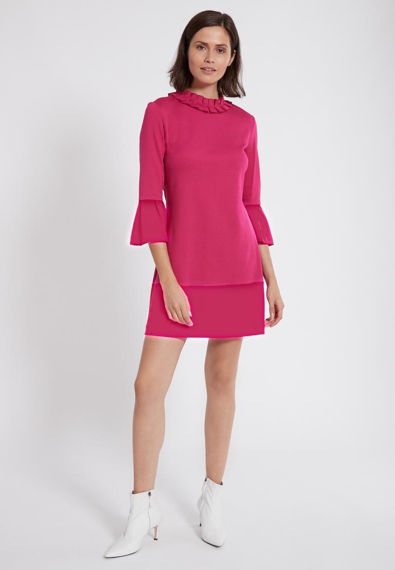 Rückansicht von Ana Alcazar Volantkleid Opali Pink  angezogen an Model