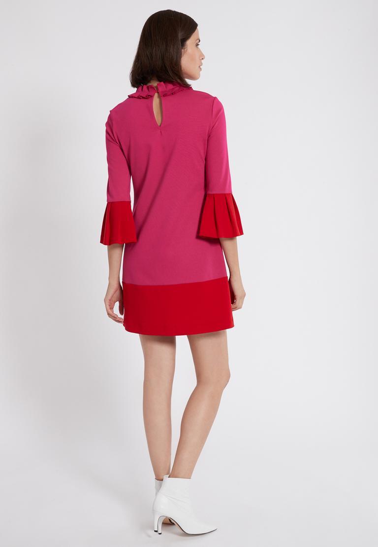 Rückansicht von Ana Alcazar Volantkleid Opalea Rot-Pink  angezogen an Model