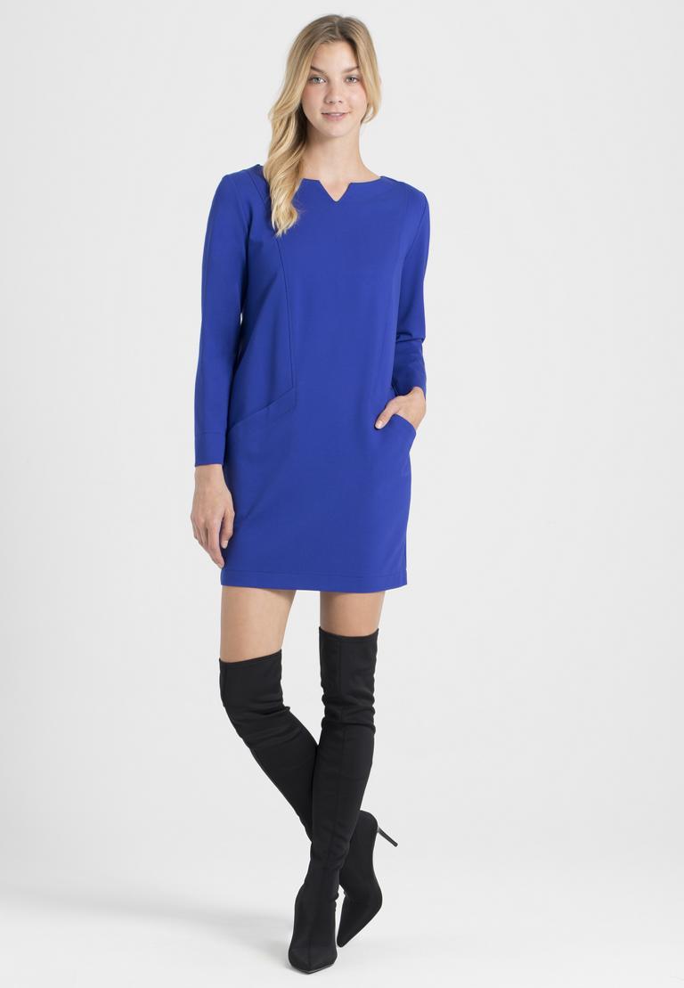 Rückansicht von Ana Alcazar Kleid mit Taschen Ozora Schwarz  angezogen an Model