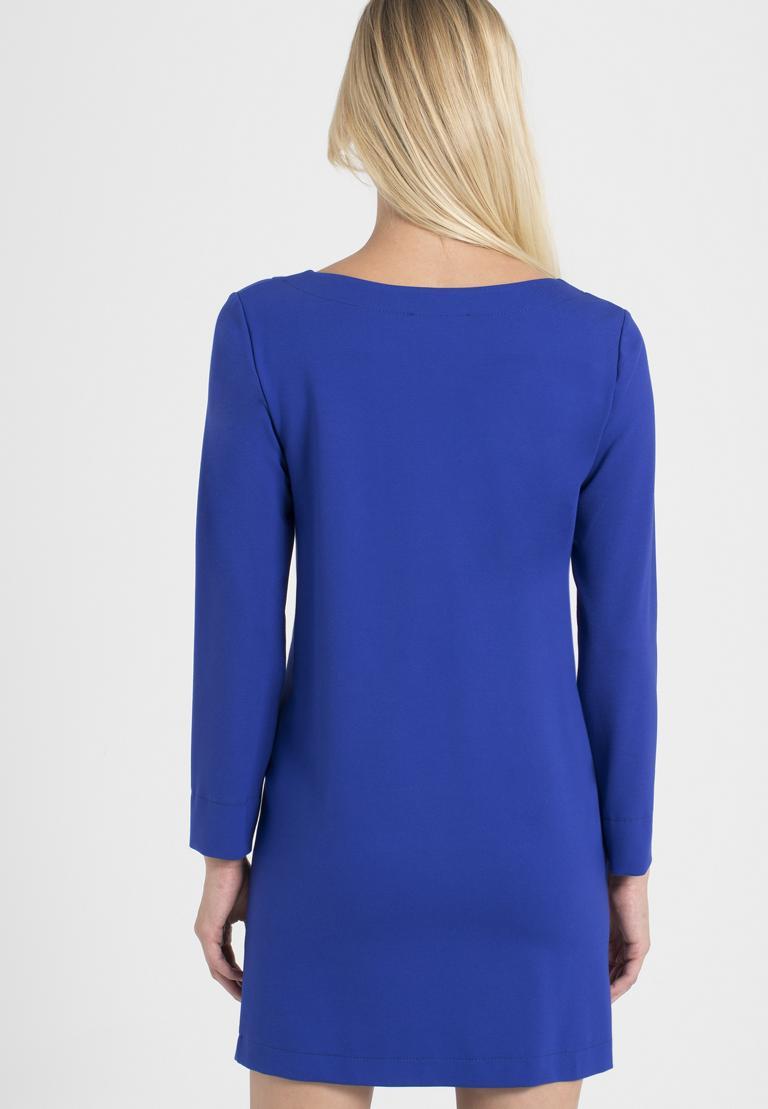 Rückansicht von Ana Alcazar Kleid mit Taschen Ozorea Blau  angezogen an Model