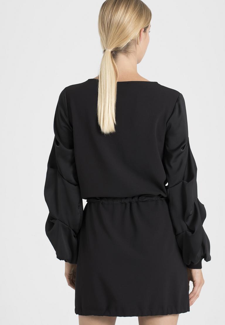 Rückansicht von Ana Alcazar Ärmel Kleid Palara  angezogen an Model