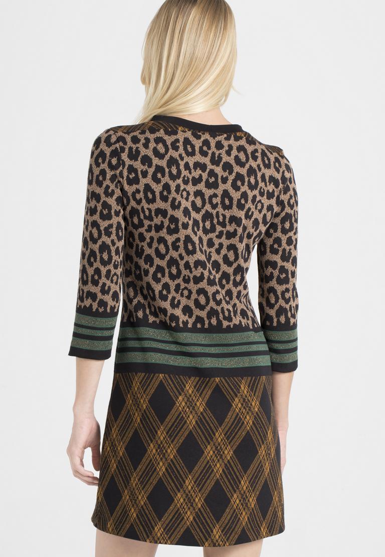 Rückansicht von Ana Alcazar A-Linien-Kleid Parthys  angezogen an Model