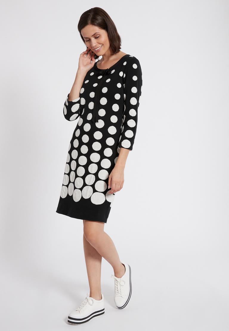Rückansicht von Ana Alcazar Schleifen Kleid Peiky Schwarz-Rot  angezogen an Model