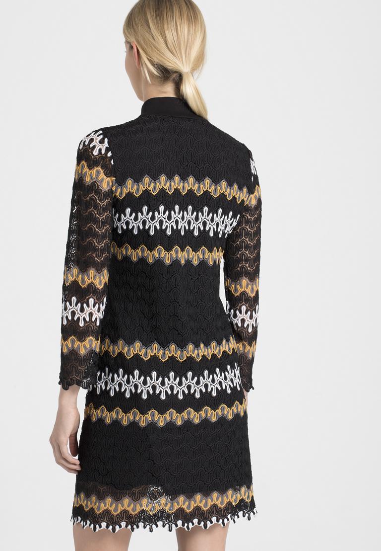 Rückansicht von Ana Alcazar Asymmetrisches Kleid Posira Schwarz  angezogen an Model