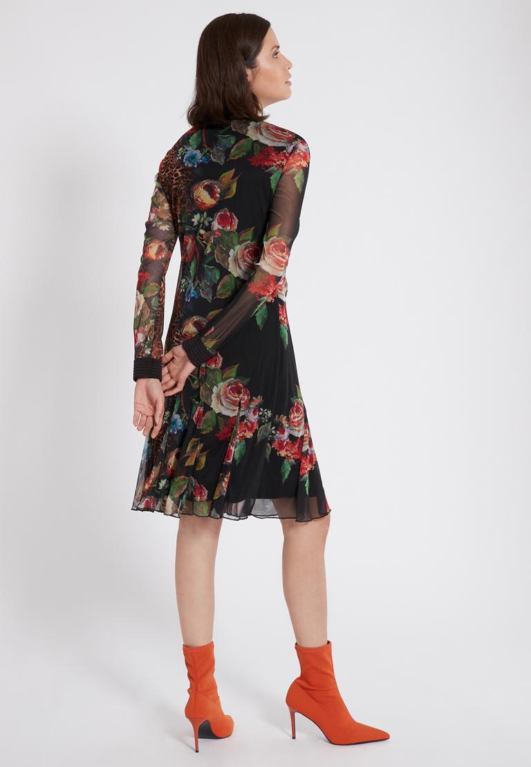 Rückansicht von Ana Alcazar Deco Kleid Phatessa  angezogen an Model