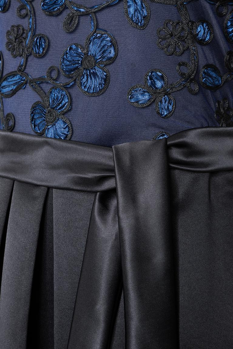 Detailansicht von Ana Alcazar Black Label Luxus Abendkleid Juvendira