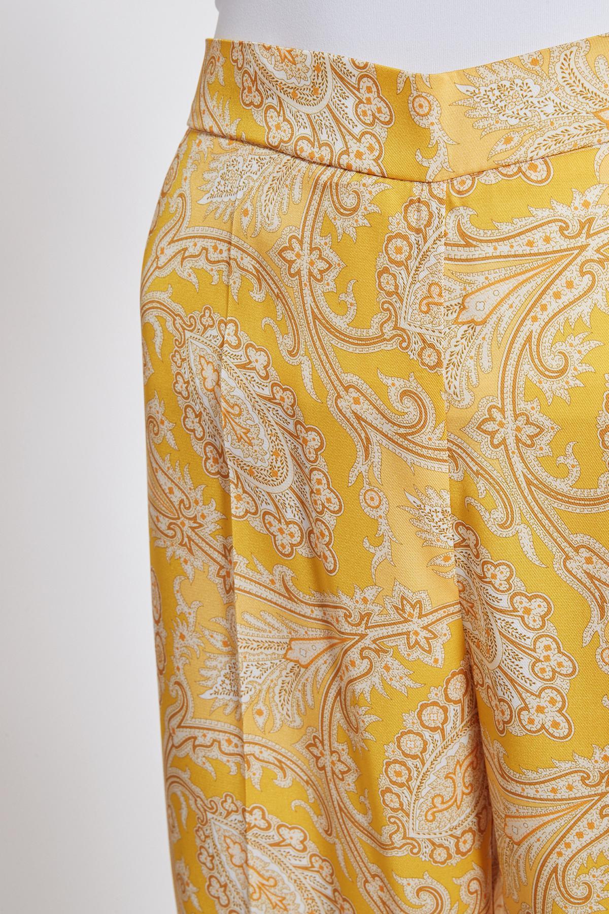 Tonen details 2 van Ana Alcazar Paisley Broek Tefnola Rood